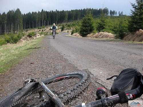 V Krušných horách je krásně, a na kole je nejčastější pohyb v rozmezí 800-1000 metrů nad mořem