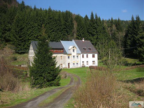 Budovy pamatující předválečné německé osídlení této oblasti