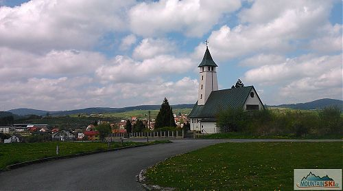 Kostel v Lačnově je pěkně nad obcí