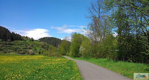 Cyklostezka Bečva - asfaltová dálnice přes vesnice, louky a podél Bečvy