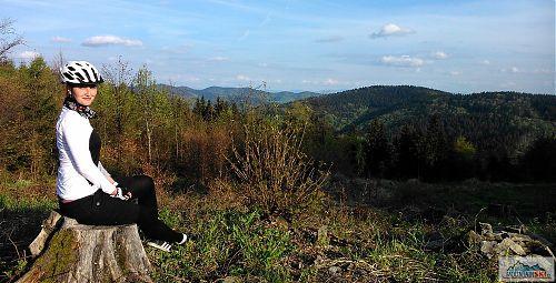 Les vysekán - vyhlídka před Krkostěnou