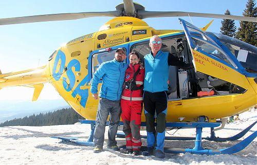 Horští vůdci s lékařkou LZS Libereckého kraje při zimní části Kurzu horské medicíny na Dvoračkách