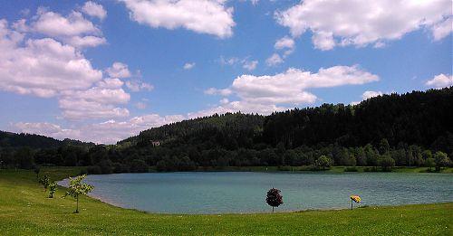 Cestou do Velkých Karlovic stojí za krátké zastavení k vodnímu občerstvení Balaton mezi Novým Hrozenkovem a Karolinkou