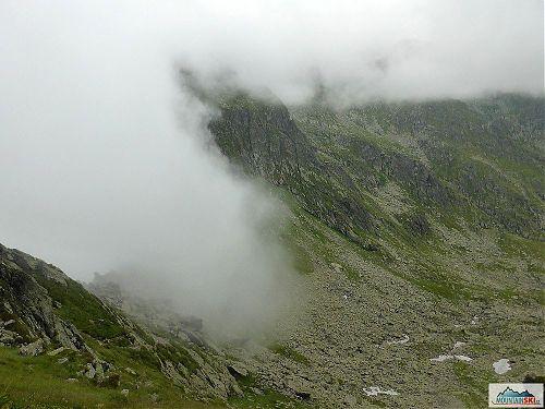 Obchozí žlutá trasa mířila do údolí a pak zase na hřeben, foto: Soňa Mravcová