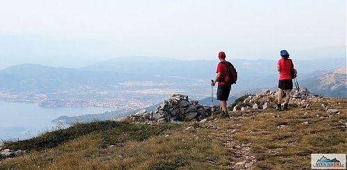Sestup z Magara s výhledem na Ohridské jezero i samotné město Ohrid