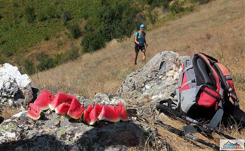 Kolega dotáhnul meloun do výšky přes 1700 metrů na Pelisteru - na každého se dostalo