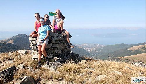 Při fakultativním posledním dnu v Makedonii jsme šli hřebenovku přes Partizanski vrv (2349 m) na nejvyšší vrchol Pelisteru, pánové nějak chyběli