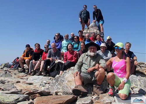 Naše skupinka na nejvyšším místě Pelisteru - růžová dáma vepředu je pouze půjčená