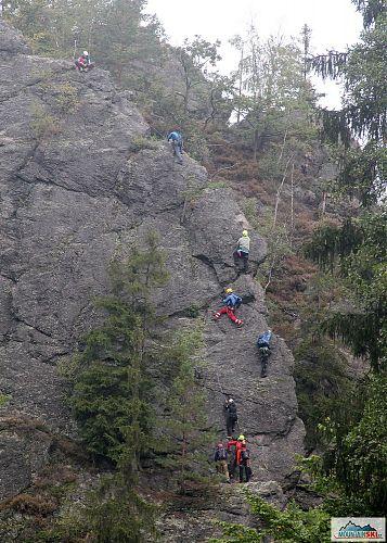 Účastníci Kurzu horské medicíny na ferratě Vodní brána u Semil