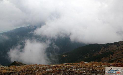 Vypadá to, že mlha ze Žiarské doliny trochu mizí