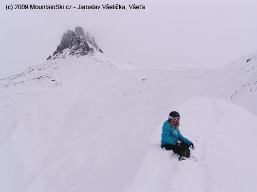 Verča na převěji vpozadí súžasným vrcholem Tschingellochtighorn 2735m