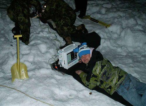 Testování a simulace dýchání pod sněhem