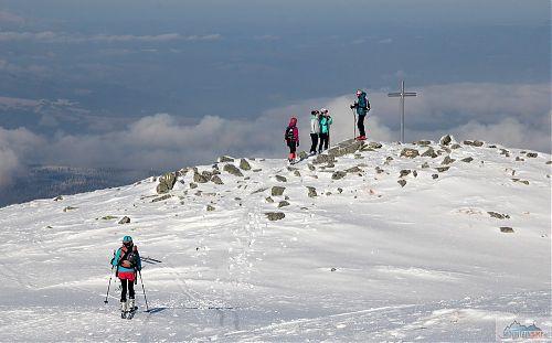 K vyhlídkovému kříži na lyžích