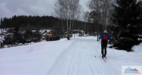 Na Dušné sníh je i na silnicích, jen ty silnice někdy ošetřují inertním posypem