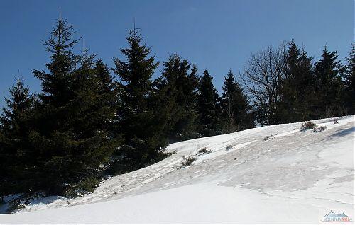 Menší kontrast mezi starým a novým sněhem