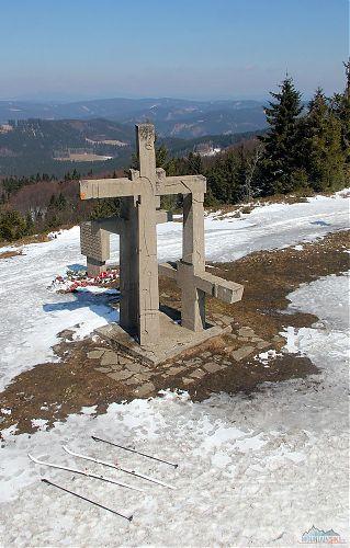 Jediné odtáté místo bylo okolo památníku na Stratenci