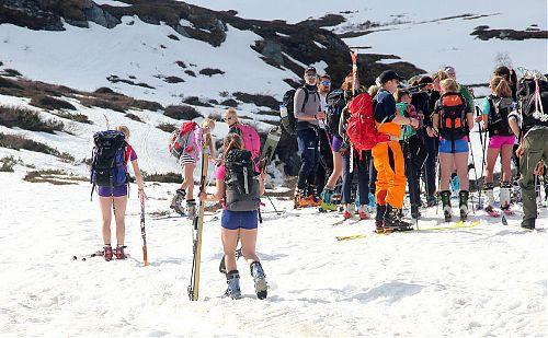 V květnovém Norsku může být u ledovcových túr i teplo
