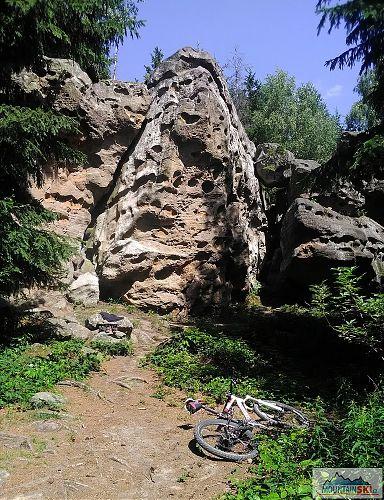 Horní Lačnovské skály - v neděli dopoledne tam byli jen dva lezci