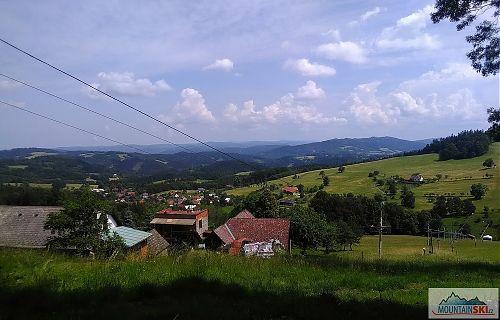 Výjezd z lesa v lyžařském areálu v Pozděchově