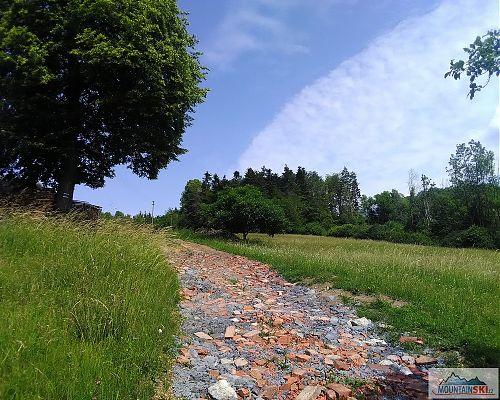 Soudruzi v Pozděchově používají ke zpevnění silnice zaručeně přírodní materiály