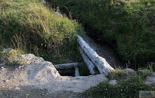 Dobrá hláška KRNAP je a bude, chybí doplnit, že vybetonovaný a vyasfaltovaný, když i u vodní vpusti se kombinuje dřevo s kamením a spoustou betonu
