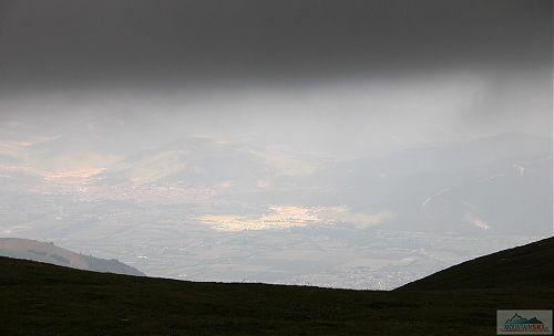 Lokální nasvěcování Tetova z pod hřebene Šar planiny