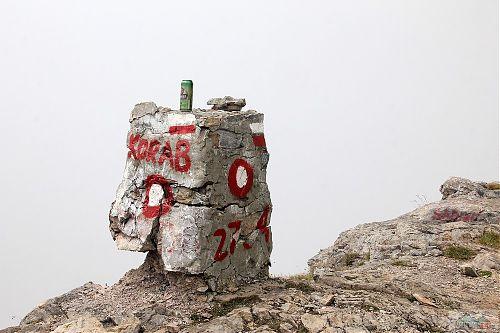 Kozel si odpočívá na nejvyšším vrcholu Makedonie a Albánie - Golem Korabu