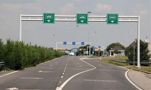 Cesta zpět na srbsko- maďarských hranicích - několik hodin byly EU pruh i normální autobusový pruh u Maďarů prázdný...