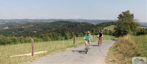 Hřebenovka od Janišovského vrchu po Baťkovou nabízí parádní výhledy