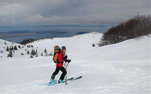 Skialpování v Chorvatsku s výhledem na Jadran