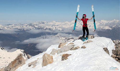 Pico de Aneto (3404 m) v Pyrenejích na skialpech