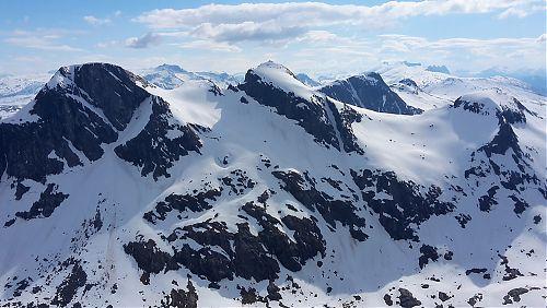 Pohled na jih směrem k hřebenu Falkflågtindan