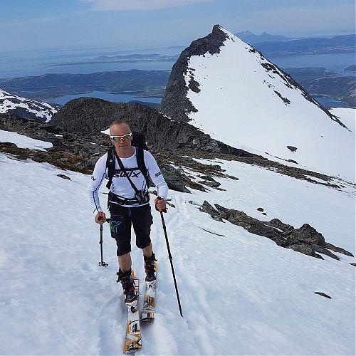 Frank ukrajuje poslední metry před vrcholem Elleve-Elleve