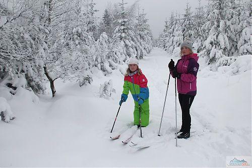 Sněhu je v Krušných horách v polovině prosince hodně