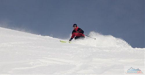 Plevix na dlouhých úzkých lyžích Kastle