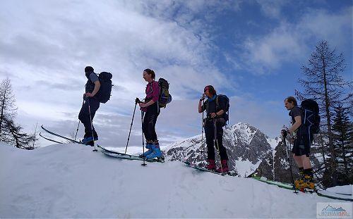 V sedle Šija s výhledem na Srednji vrh