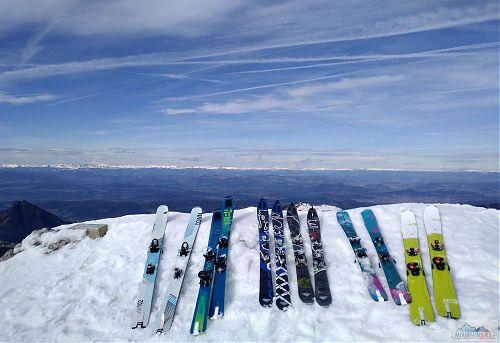 Skladiště lyží na vrcholu Stolu