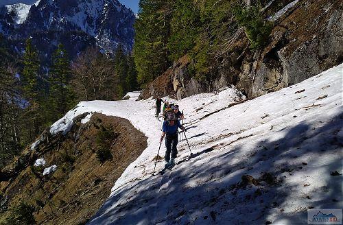Kus stoupání z údolí potoka Bärenbach je po cestě