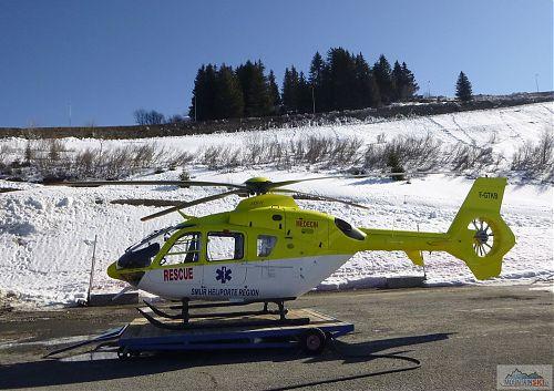 Jeden ze záchranářských vrtulníků v Avoriaz