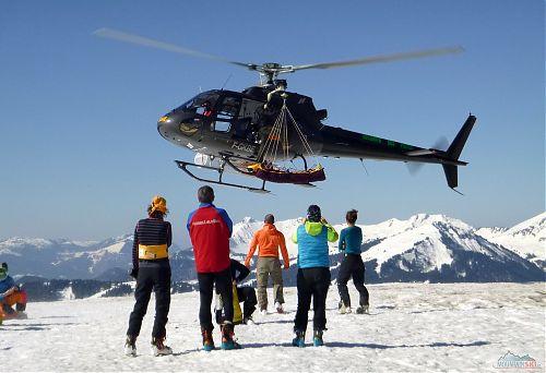 Odlet vrtulníku v Avoriaz