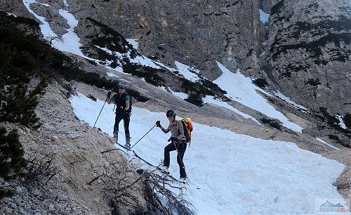 Dojezd laviništěm na konec sněhu v podání Elišky a Vaňce
