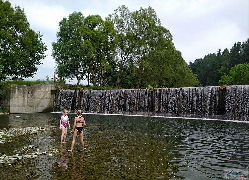 Vodní hrátky ve Vsetínské Bečvě