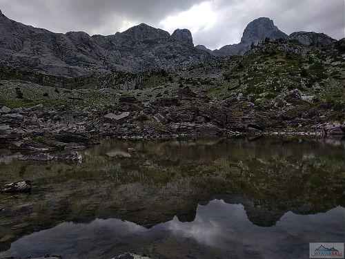 Podvečerní jezero Pejes