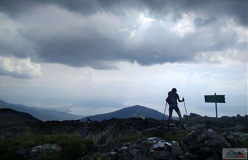 Na vrcholu Veternica (2420 m) pár minut před začátkem bouřky