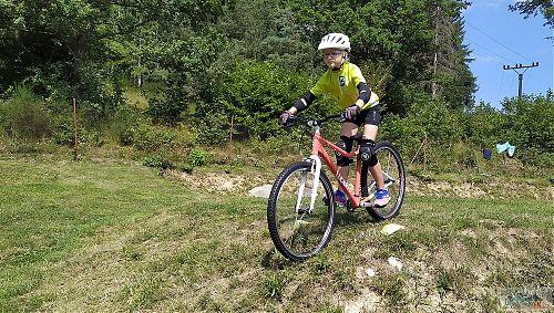 Trénink na trávě v bikové školce RS