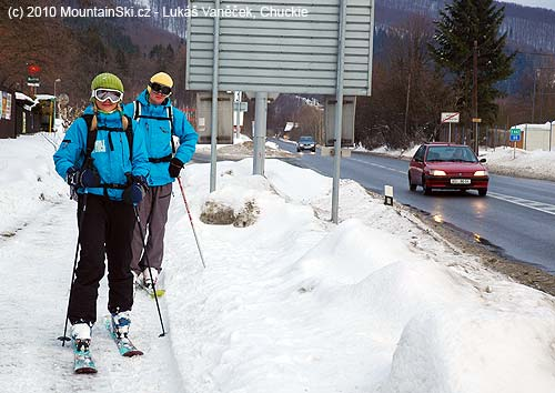 Skialpinists on the road