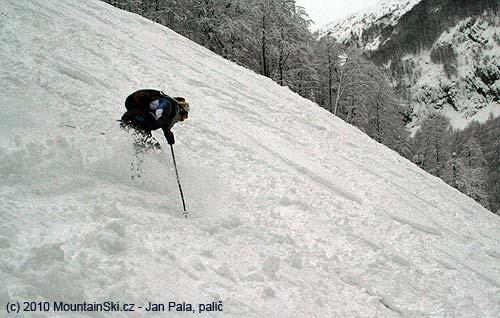 Tereza poprvé vhlubokém sněhu na Vogelu